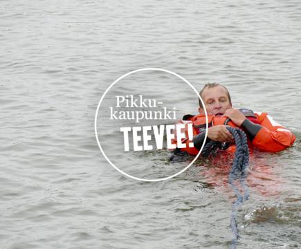 Pikkukaupunki-lehden kesämiehistö tutustui Loviisan meripelastajien maanantaiharjoituksiin.