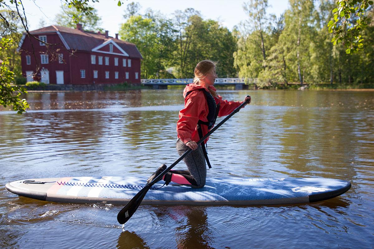 SUP-lautailu eli standup paddleboarding