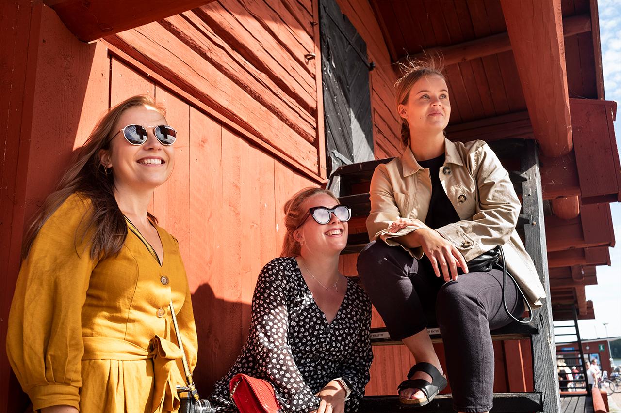 Elämäsi kesä -kilpailun voittajat aktiivilomalla Loviisassa. Mahtava fiilis ja aamu-usva merenlahdella!