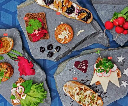 Lähiruoka on in. Pikkukaupunki kokosi kaupungin leipureilta ja Reko-ringin tuottajilta taivaallisen tapaslautasen. Suussasulavia juustoja, herkullisia hilloja ja tuoreita yrttejä, toinen toistaan rapeampien leipien päälle taiteiltuna.